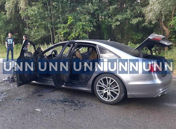 В Киеве вспыхнул автомобиль, когда его тестировали водитель и механик СТО