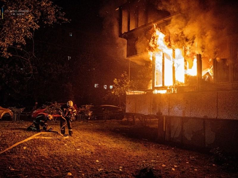 На Оболони сгорел балкон (ФОТО)